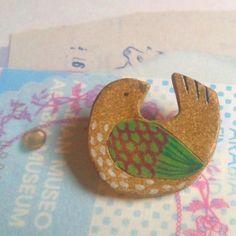 鳥の陶器ブローチ もっと見る