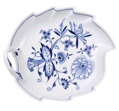 "Candy dish, Shape ""Neuer Ausschnitt"", Blue Onion, white rim, L 19 cm"