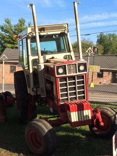 Larry D. Hardin sent us this IH 1468 #MuscleTractor at the Wayne County Fair, Ohio. #HeritageIron