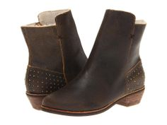 nice boots with subtle studding