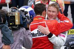 """Enquanto isso, Hakkinen emociona com carta: """"Não tente superar o relógio"""", afirma piloto finlandês."""