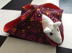 Rat hammock tutorial - Breezy Hammock (site is in Dutch, but photos are easy to follow) #rats #tutorial