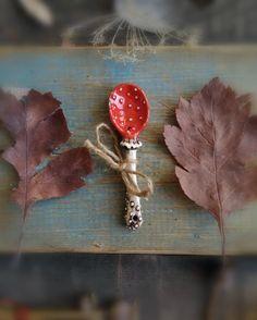 Paddestoel lepel | Etsy Porcelain Ceramics, Ceramic Pottery, Ceramic Art, Whimsical Kitchen, Fun Crafts, Arts And Crafts, Mushroom Art, Ceramic Spoons, Kitchen Witch