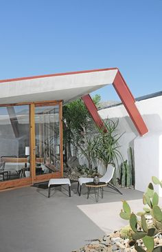Hotel Lautner in Desert Hot Springs, CA. | Case Study #22 Chair | http://modernica.net/case-study-22-chair.html