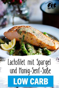 Lachsfilet mit Spargel und Honig-Senf-Soße Rezept - FIT FOR FUN This salmon dish with asparagus scores with an extra portion of protein! A delicious and healthy low carb meal for lunch or dinner. Salmon Recipes, Lunch Recipes, Honey Mustard Sauce, Mustard Salmon, Mustard Recipe, Salmon Dishes, Healthy Low Carb Recipes, Protein Recipes, Low Carb Lunch
