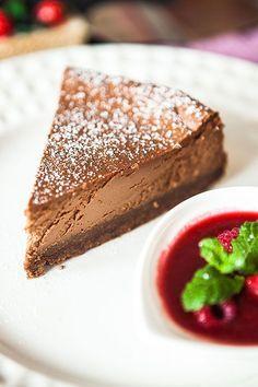 Tenké těsto, tvaroh a spousta čokolády – přesně tohle jsou základní rysy našeho dnešního receptu, který si pro vás Diana připravila. A nemusíte se ničeho bát, zvládnou ho určitě i vaše děti! Cocktail Desserts, Czech Recipes, Protein Muffins, No Bake Desserts, Cheesecake Recipes, Food Dishes, Sweet Recipes, Food And Drink, Sweets