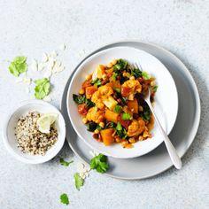 Sweet potato & chickpea curry Veggie Recipes, Vegetarian Recipes, Vegetarian Curry, Sweet Potato Chickpea Curry, I Love Food, Good Food, Vegeterian Dishes, Bariatric Recipes, Bariatric Food