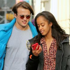 Barack Obama's Daughter Malia Holds Hands With Boyfriend Rory Farquharson In New London Date Photos - News Break