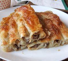 Burek - Recepti na brzinu Serbian Recipes, Dinner Rolls, Macaroons, Bakery, Recipies, Food And Drink, Appetizers, Cooking Recipes, Breakfast