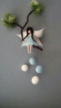 Traumfänger & Mobiles - *Filzfee auf einem Ast mit Filzkugeln* - ein Designerstück von Giodali bei DaWanda