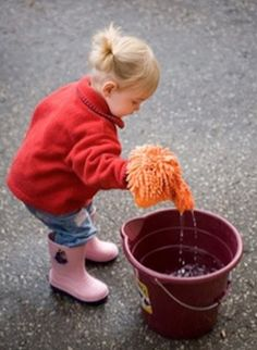 10 Fantastic Ideas – Kids HELP with Spring Cleaning! Cleaning Fun, Weekly Cleaning, Green Cleaning, Spring Cleaning, Clean Freak, Cleaners Homemade, Kids Gifts, Keep It Cleaner, Clean House