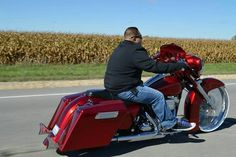 Gift ideas for cyclists [for all the bike lovers] Harley Bagger, Bagger Motorcycle, Harley Bikes, Custom Baggers, Custom Motorcycles, Custom Bikes, Harley Davidson Street Glide, Harley Davidson Bikes, My Dream Car