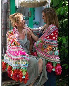 Risultati immagini per adinda zoutman Crochet Quilt, Crochet Art, Crochet Poncho, Crochet Scarves, Irish Crochet, Crochet Stitches, Crochet Patterns, Crochet Shoes, Crochet Clothes