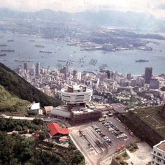 昔日山頂 Paris Skyline, New York Skyline, British Hong Kong, Now And Then Movie, Historical Pictures, The Good Old Days, Vintage Photographs, Southeast Asia, Old Photos