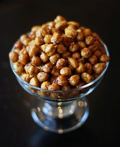 I saw this recipe for Crispy Roasted Chickpeas at Steamy Kitchen and it stayed with me. I kept thinking about it. I had to make it! So, the weekend I had family visiting, I decided to do it. I actu…