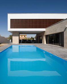 L House / g2t Arquitectos via onreact