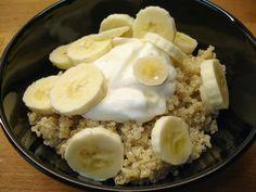 Quinoaontbijt met banaan en Griekse yoghurt
