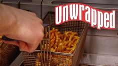 How Arby's Curly Fries Are Made (from Unwrapped) Kitchen Games, Test Kitchen, Arby's Curly Fries, Movie Candy, New Recipes, Favorite Recipes, Fries Recipe, Food Network Recipes, Vegan Vegetarian
