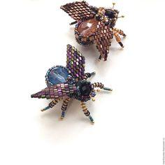 Купить Стильная мушка из бисера - комбинированный, брошь ручной работы, брошь муха, брошь из бисера