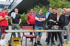 """Biermarathon FH Vorarlberg Am Samstag hat ÖH FH Vorarlberg mit den BA, Ma Studierenden und Incomings den Biermarathon durchgeführt. Aufgabe der Studierenden war es von der FH über den Zansenberg, in zweier Teams, eine Kiste Mohren zu transportieren und zu Trinken. Beim Zieleinlauf mussten, die zwanzig Flaschen gelehrt sein. Kurioses während dem Wettbewerb:"""" Bierkiste wurde verloren, Rucksack wurde vergessen, und die Strecke zweimal gelaufen, Teams haben sich verlaufen u.ä. Es hatten alle… Marathon, Left Out, Flasks, Drinking, Marathons"""