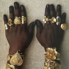 Just Everything Daily News Classy Issues Necessary Accessoires Clothing News Sneaker Releases Hypest Cars Food Coma House Inspos and a lot more pins to come! Dragon Age, Anubis, Arm Warmers, Head Wraps, Fandoms, Culture, Instagram, Pretty, Gold