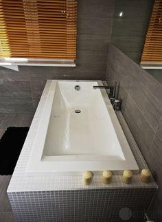 Nowoczesna łazienka, łazienka w szarościach. Zobacz więcej na: https://www.homify.pl/katalogi-inspiracji/25326/azjatycka-lazienka-w-6-latwych-krokach
