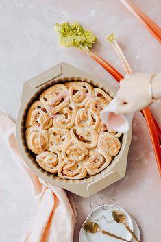 Veganer Schneckenkuchen mit Rhabarber-Cheesecake-Füllung