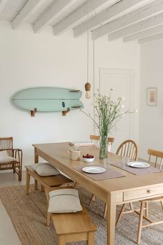 49 Awesome Natural Farmhouse Dining Room Decor Ideas - Tuscan décor is inspired by relationships between people, nature, time and color. In the dining room, Tuscan décor brings about the essence of family . Home Design, Küchen Design, Dining Room Inspiration, Home Decor Inspiration, Decor Ideas, Ideas Decoración, Boho Ideas, Decoration Pictures, Home Interior