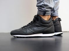 Nike Internationalist Mid Premium Reflective