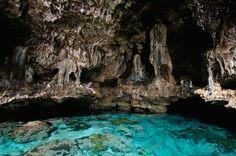 La cueva de Avaiki se encuentra en Niue, en medio del Pacífico Sur, y es sagrada para los habitantes de esta isla, una de las islas coralinas más grandes del mundo