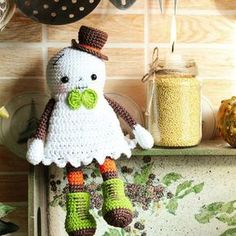 Halloween is coming! Crochet a cute ghost amigurumi, amaze your friends! Follow this step-by-step free amigurumi pattern.