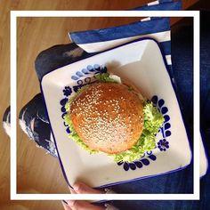 Esta es la primera hamburguesa #vegana que he comido y tengo que decirlo, ¡está deliciosa! #consumelocal #toluca #panetonnemx  #instafood #healthy #grain