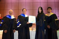 "Armario de Noticias: La UASD inviste artista Aisha Syed ""Profesora Hono..."