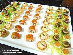 aperitivos rápidos: bandeja de canapés Canapes Recipes, Appetizer Recipes, Snack Recipes, Mini Aperitivos, Party Entrees, Appetizer Buffet, Mini Appetizers, Best Party Food, Yummy Snacks