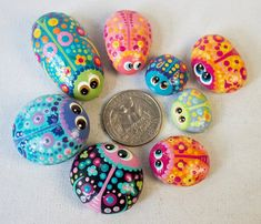 Hand Painted Rocks - Bowl Full of Bug Rocks - Interactive Art Piece - Cute Lil' Buggers - Hand Painted Rocks Bowl Full of Bug Rocks от Coolisart на Etsy - Pebble Painting, Pebble Art, Stone Painting, Painting Art, Rock Painting Ideas Easy, Rock Painting Designs, Stone Crafts, Rock Crafts, Ladybug Rocks