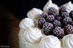 tort z frużeliną owocową, mascarpone i bitą śmietaną Ketogenic Diet Breakfast, Up Halloween, Blackberry, Cereal, Fruit, Cooking, How To Make, Recipes, Food