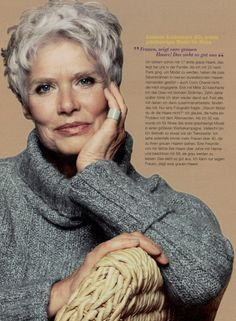 Susanne Schöneborn (63), erstes grauhaariges Model für Nivea. Frauen, zeigt eure grauen haare! Das sieht so gut aus. . . . . . (Susanne Schöneborn (63), first gray-haired model for Nivea. Women, show off your gray hair! That looks so good.)
