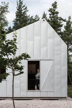 Gotland Summer House Of Gabriella Gustafson from TAF – Design. Architecture Design, Minimalist Architecture, Church Architecture, Slow Design, Rustic Loft, Minimal Home, Wooden Cabins, Facade House, Nordic Design