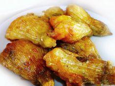 Υ Λ Ι Κ Α 10 - 15 ανθούς κολοκυθιού 350 γρ τυρί φέτα τριμμένο 2 αυγά Λίγη ρίγανη ή μάραθο ή δυόσμο ή βασιλικό 2 φλυτζάνια...