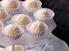 Découvrez la recette Truffes chocolat blanc et noix de coco sur cuisineactuelle.fr.