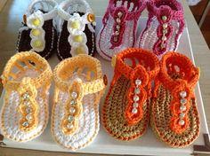 Sandalinha em croche feita com linha de algodão anti alergica. Toda sandalinha é…