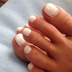 Here is White Toe Nail Designs Idea for you. White Toe Nail Designs peach nails with white toe nail art and rhinestones design Cute Toe Nails, Toe Nail Art, Pretty Nails, My Nails, Toe Nail Polish, Gel Toe Nails, Gel Toes, Pretty Toes, Acrylic Toe Nails