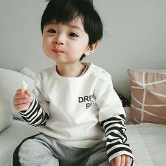Cute Baby Boy, Cute Little Baby, Little Babies, Cute Boys, Little Boys, Baby Kids, Cute Asian Babies, Korean Babies, Asian Kids
