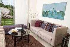 Departamento muestra. Sofa, Couch, Showroom, Furniture, Home Decor, Settee, Settee, Couches, Interior Design