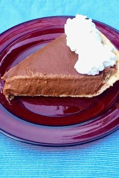 This chocolate pumpkin pudding pie is an easy fall dessert recipe! This no-bake pie recipe incorporates cinnamon, pumpkin pie spice, evaporated milk, and ground cloves. You will love baking this dessert recipe for a dinner party, potluck, tailgate or Thanksgiving!