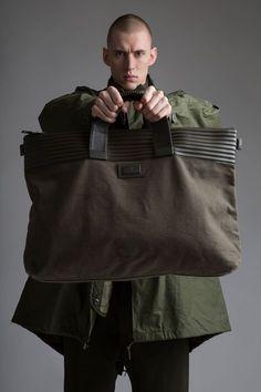 Vintage Military Parka, Men's Shirt and Sweatpants, Issey Miyake Bag. Mens Travel Bag, Travel Bags For Women, Vintage Trends, Vintage Men, Vintage Ideas, Vintage Fashion, Minimalist Bag, Minimalist Living, Minimalist Fashion