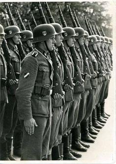 """""""Latviešu leģions sastāvēja no 15. un 19. divīzijas. 1944. gada martā fronte pietuvojās Latvijas Austrumu robežai un no 16. līdz 19. martam norisinājās smagas kaujas Veļikajas upes krastā par augstieni """"93,4"""". Abas Latviešu leģiona divīzijas cīnījās plecu pie pleca, turklāt latviešu augstāko virsnieku vadībā. Kauja tika uzvarēta. Tāpēc pēc kara, trimdā nokļuvušo latviešu leģionāru dibinātā organizācija """"Daugavas Vanagi"""" 16. martu sāka atzīmēt kā latviešu leģionāru piemiņas dienu."""""""