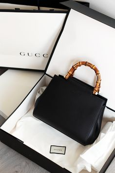 I am so excited to be sharing my newest addition to my designer bag collection: The Gucci Nymphaea Leather Top Handle Bag in Small with Black Leather. Although there are many popular Gucci bags… Gucci Handbags, Fashion Handbags, Purses And Handbags, Fashion Bags, Gucci Bags, Fashion Fashion, Luxury Purses, Luxury Bags, Sacs Design