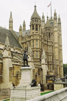London: The Houses of Parliament London UK >> See the Deals!