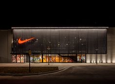 New Nike Brand Experience store at the Lenox mall in Atlanta, GA. Shoe Store Design, Retail Store Design, Showroom Design, Shop Interior Design, Facade Design, Exterior Design, Retail Facade, Facade Lighting, Factory Design